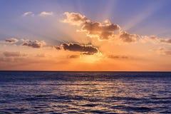 Mer des Caraïbes au coucher du soleil images libres de droits
