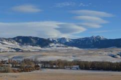 Mer djärv flod med Rocky Mountains Royaltyfria Foton