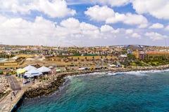 Mer du Curaçao par la jetée photographie stock