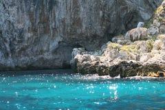 Mer en cristal dans Capri Image libre de droits