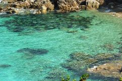Mer en cristal dans le Testa Sardaigne de capo photos libres de droits