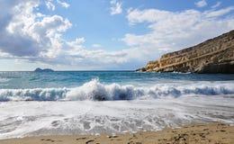 Mer en plage de village de Matala, Crète Photo libre de droits