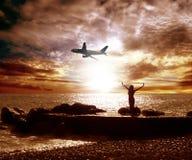Mer et avion image stock