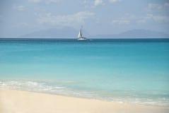Mer et bateau, Antigua Images stock
