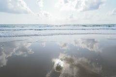 Mer et ciel de réflexion Image libre de droits