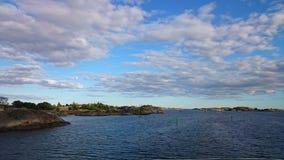 Mer et ciel nuageux ci-dessus Photographie stock libre de droits