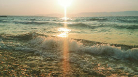 Mer et coucher du soleil en été photographie stock
