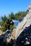 Mer et falaises bleues Photo stock