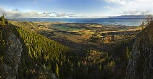 Mer et forêt de Mountain View de St-Joseph image stock