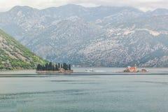 Mer et montagnes par mauvais temps pluvieux Photo libre de droits