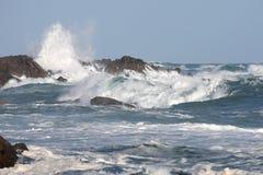 Mer et ondes orageuses Photographie stock libre de droits