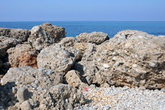 Mer et pierres Images stock