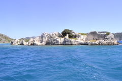 Mer et rocher vert Photographie stock