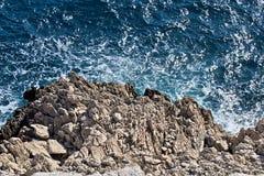 Mer et roches sauvages Images libres de droits