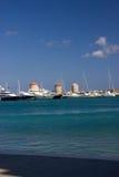 Mer historique de ciel bleu de bâtiments d'archituuecture de Windmiil Rhodos Grèce Images stock