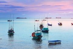 Mer le soir avec un bateau Images libres de droits