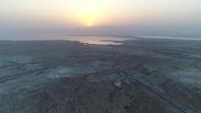 Mer morte, Israël, désert aérien de vue de bourdon banque de vidéos
