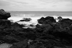Mer noire et blanche photo libre de droits