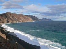 Mer, nuages et vague déferlante. Photographie stock