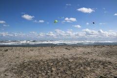 Mer orageuse avec les surfers de vent Photos libres de droits