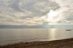 Mer par jour de nuage Photo stock