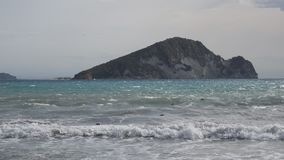 Mer, plage, vagues et île banque de vidéos