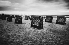 Mer polonaise des brise-lames et des dunes de sable Photos libres de droits