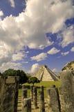 mer pyramid arkivfoton