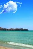Mer, roches et ciel bleu Photo libre de droits