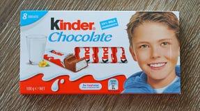 Mer snäll choklad är ett barnefterrättmellanmål som göras av märke av italiensk konfekt Ferrero S P A Royaltyfri Fotografi