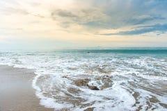 Mer Thaïlande de coucher du soleil Photographie stock
