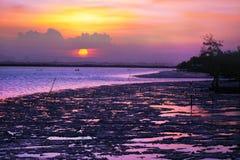 Mer tropicale au temps de coucher du soleil, Thailsnd Images libres de droits