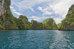 Mer tropicale Crystal Water Clear d'océan de plage de paradis de turquoise Photos libres de droits