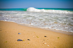 Mer tropicale de Sunny Wave Krapetz Shabla Beach Bulgarie Photos stock