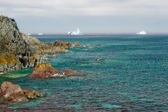 Mer verte, horizon d'iceberg Images libres de droits