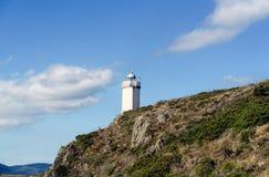 Mera灯塔看法在峭壁的在Spai大西洋海岸  库存照片