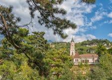 Merano στο νότιο Τύρολο, μια όμορφη πόλη Trentino Alto Adige, άποψη φθινοπώρου του καθεδρικού ναού του Meran Ιταλία Στοκ φωτογραφία με δικαίωμα ελεύθερης χρήσης