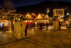 MERANO, el Tyrol del sur, Italia - 16 de diciembre de 2016: Meran Merano en el Tyrol del sur, Italia, durante la Navidad con los  Fotos de archivo libres de regalías