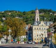 Merano em Tirol sul, uma cidade bonita de Trentino Alto Adige, opinião do outono da catedral de Meran Italy imagens de stock