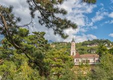 Merano in Süd-Tirol, eine schöne Stadt von Trentino Alto Adige, Herbstansicht der Kathedrale von Meran Italien Lizenzfreies Stockfoto