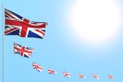 Meraviglioso molte bandiere BRITANNICHE del Regno Unito hanno disposto diagonale con bokeh e spazio libero per il contenuto - tut royalty illustrazione gratis