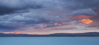 Meraviglioso si rannuvola il lago Pukaki, Nuova Zelanda Immagini Stock
