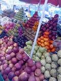 Mercado abierto de la comida en el kolkata barabajar en lado del camino imagen de archivo