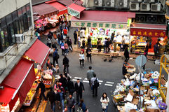 Mercado asiático situado perto do subterrâneo da cidade de Hong Kong Fotos de Stock Royalty Free