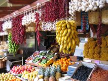 Mercado brillante de la fruta y verdura en Madeira imagenes de archivo
