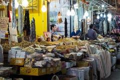 Mercado callejero en la ciudad de Erbil en el Kurdistan iraquí Julio de 2013 fotos de archivo