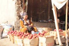 Mercado callejero en Osh Imágenes de archivo libres de regalías