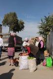 Mercado callejero en Osh Foto de archivo libre de regalías