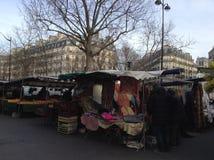 Mercado callejero en París Imagen de archivo libre de regalías