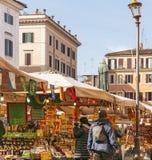 Mercado callejero histórico de Campo de Fiori del frome de la escena en Roma Imágenes de archivo libres de regalías
